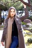 Jonge mooie vrouw in de ochtend in het stellen van Monaco Royalty-vrije Stock Afbeelding