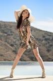 Jonge mooie vrouw in de zomerkleding Royalty-vrije Stock Foto's