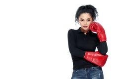 Jonge mooie vrouw die bokshandschoenen dragen royalty-vrije stock fotografie