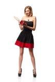 Jonge mooie vrouw die kleine rode doos houden Studioportret ISO Royalty-vrije Stock Foto's