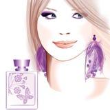 Jonge mooie vrouw die voor parfum adverteren Stock Afbeelding