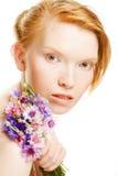 Jonge mooie vrouw met bloemen Stock Fotografie
