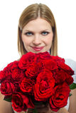 Jonge mooie vrouw met een bos van rozen Stock Fotografie