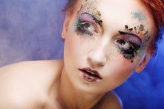 Jonge mooie vrouw met kleurrijke heldere samenstelling stock afbeelding