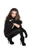 Jonge mooie vrouw in zwarte combikleding royalty-vrije stock foto's