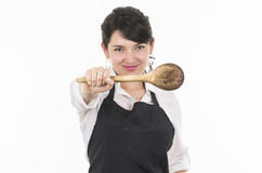 Jonge mooie vrouwelijke chef-kok die zwarte schort dragen Royalty-vrije Stock Afbeelding