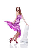 Jonge mooie vrouwelijke dragende lilac kleding Royalty-vrije Stock Fotografie