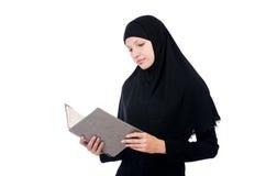 Jonge moslim vrouwelijke student Royalty-vrije Stock Foto's