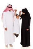 Jonge moslimfamilie stock foto's