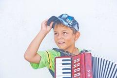 Jonge musicus in Fira, Santorini. Stock Foto's