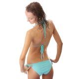 Jonge natte vrouw in blauwe bikini Stock Foto's