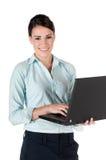Jonge onderneemster met laptop, die op wit wordt geïsoleerdc Royalty-vrije Stock Foto's