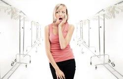 Jonge ongerust gemaakte vrouw Stock Foto's