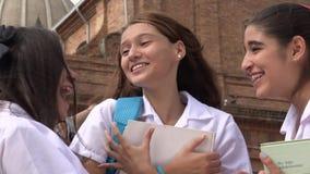 Jonge Opgewekte Tienermeisjes stock video
