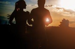 Jonge paarjogging in openlucht Royalty-vrije Stock Afbeeldingen
