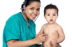 Jonge pediater met baby stock afbeelding