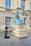 Jonge pijper tijdens het Festival van Edinburgh stock fotografie