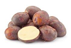 Jonge purpere aardappels royalty-vrije stock afbeeldingen
