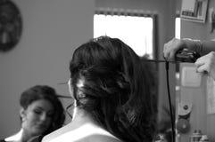 Jonge schoonheid bij de kapper stock fotografie