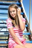 Jonge schoonheid op een ladder Royalty-vrije Stock Foto