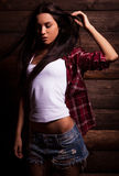 Jonge sensuele & schoonheidsvrouw in vrijetijdskleding Stock Foto's