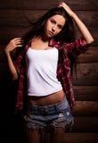 Jonge sensuele & schoonheidsvrouw in vrijetijdskleding Stock Foto