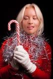 Jonge sexy blonde die suikergoed bekijkt Royalty-vrije Stock Fotografie