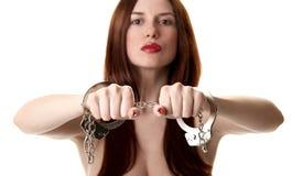 Jonge sexy brunette in handcuffs royalty-vrije stock foto
