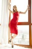 Jonge slanke sexy vrouw in rode kleding Stock Foto's