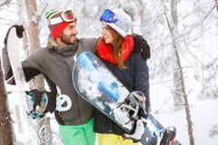 Jonge snowboarders op berg Royalty-vrije Stock Fotografie