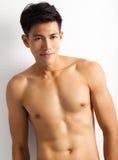 Jonge sportmens met perfect fitness lichaam Stock Fotografie