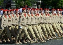 Jonge strijders alle-Russische militair-patriottische beweging ` Yunarmiya ` op Rood Vierkant tijdens de parade ter ere van Victo Royalty-vrije Stock Fotografie