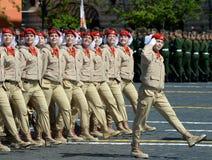 Jonge strijders alle-Russische militair-patriottische beweging ` Yunarmiya ` op Rood Vierkant tijdens de parade ter ere van Victo Royalty-vrije Stock Foto's