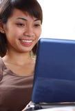 Jonge student met laptop stock foto's