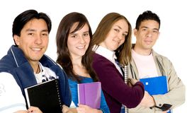 Jonge studenten bij universiteit Stock Foto's