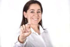 Jonge succesvolle onderneemster die met vinger aan exemplaarruimte richt Royalty-vrije Stock Fotografie