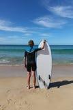 Jonge surferjongen royalty-vrije stock fotografie