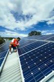 De installatie van het zonnepaneel Royalty-vrije Stock Afbeeldingen