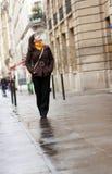 Jonge toerist in Parijs royalty-vrije stock fotografie