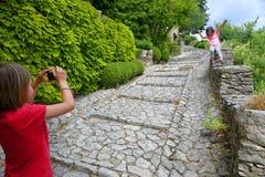 Jonge toeristen in Joucas Stock Afbeelding