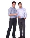 Jonge twee mensen status, geïsoleerd op witte achtergrond Stock Afbeelding