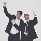 Jonge twee mensen status, geïsoleerd op witte achtergrond Stock Foto's