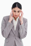Jonge verkoopster die een hoofdpijn ervaart Stock Afbeelding