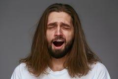 Jonge Vermoeide Mens Geeuw, die Slaperig voelen stock foto