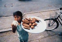 Jonge Vietnamese voedselverkoper Stock Foto's