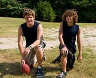 Jonge voetbalatleten Stock Afbeeldingen