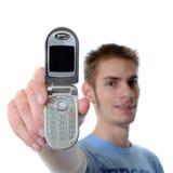 Jonge volwassen besprekingen op celtelefoon Stock Foto's