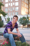 Jonge Volwassen Mannelijke Model Ondergeschikte hoek Royalty-vrije Stock Afbeelding