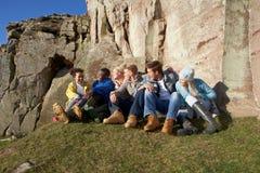 Jonge volwassenen in platteland Royalty-vrije Stock Afbeeldingen