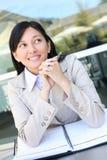 Jonge vrij Aziatische BedrijfsVrouw Stock Foto's